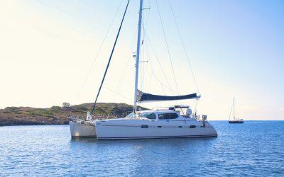 Catamaran ou monocoque : quel voilier louer pour une croisière aux Antilles